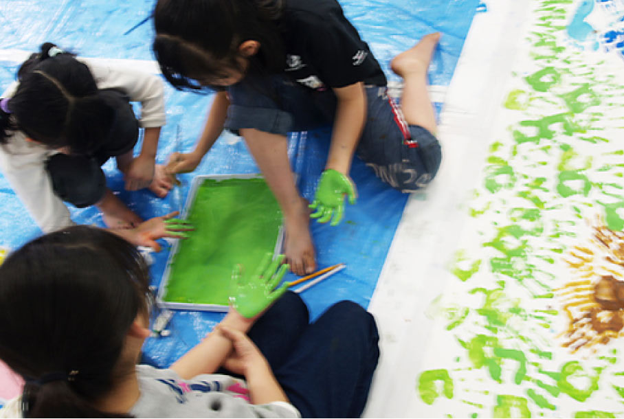 ブランドアド森と水の学校ポスターの制作風景